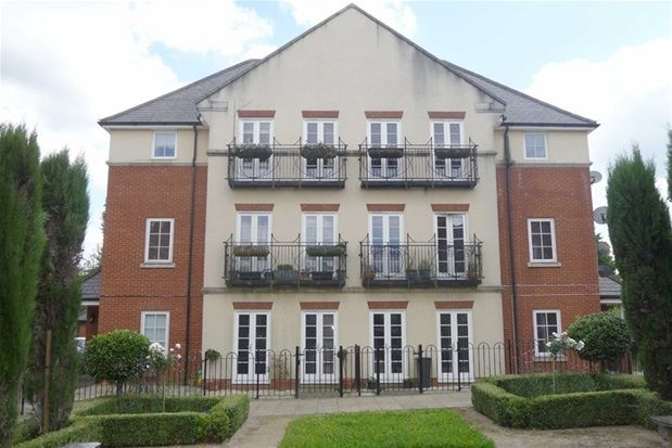 Thumbnail Flat to rent in The Village Square, Coulsdon