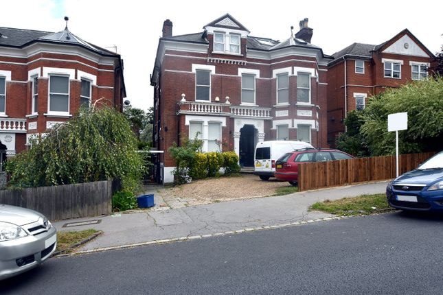 2 bed flat to rent in Hermitage Road, London SE19