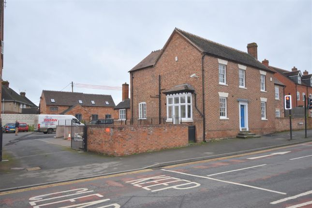 3 bed terraced house to rent in Worcester Road, Pershore WR10