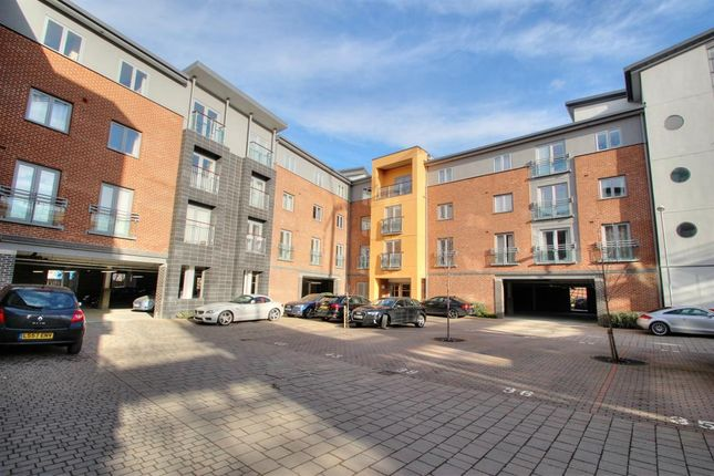 2 bed flat for sale in Worsdell Drive, Gateshead