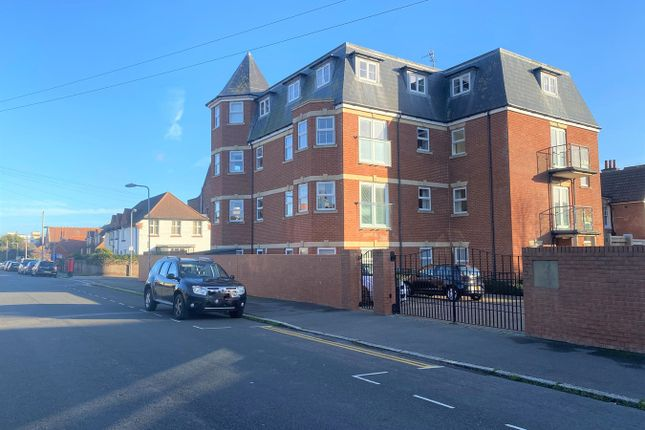 Thumbnail Flat to rent in Dorchester Court, Dorset Road South, Bexhill On Sea