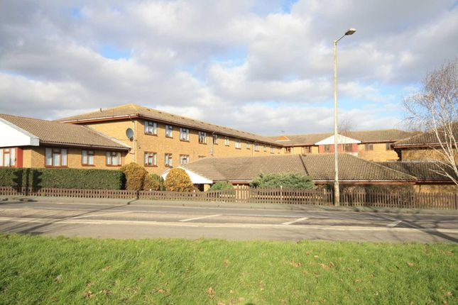Thumbnail Flat for sale in Allington Court, Outwood Common Road, Billericay