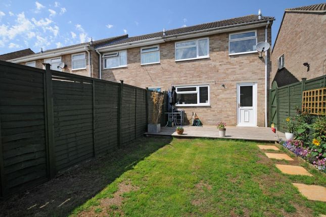 3 bed end terrace house to rent in Orchard Way, Bicester OX26