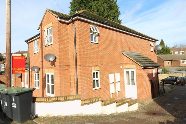 Thumbnail Flat for sale in Russell Rise, Luton