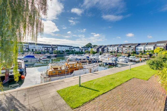 Thumbnail Property for sale in Chiswick Quay, London