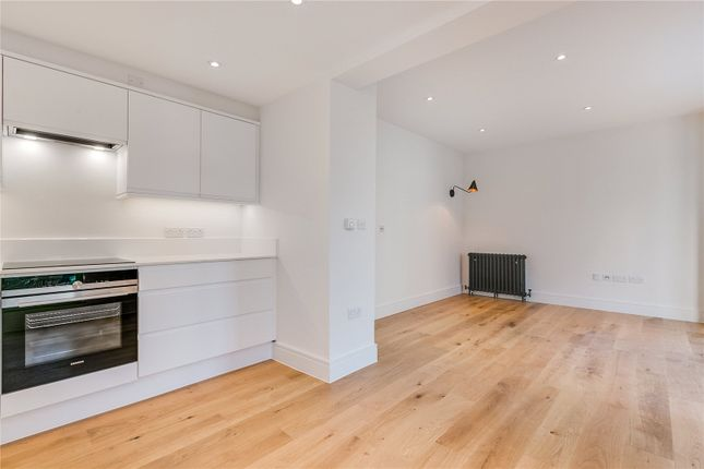 Thumbnail Flat to rent in Findon Road, London