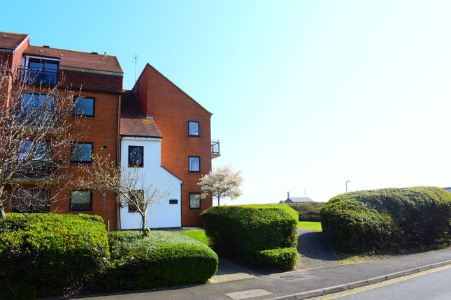Thumbnail Flat to rent in Ferry Road, Southsea