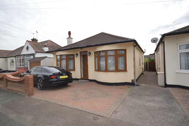 Thumbnail Bungalow to rent in Curtis Road, Hornchurch