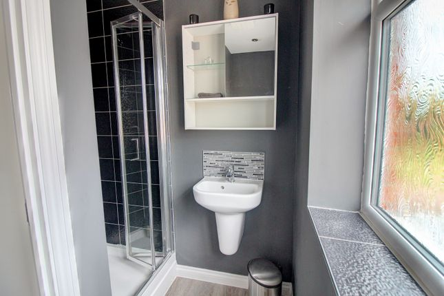 En-Suite of Shropshire Close, Walsall WS2