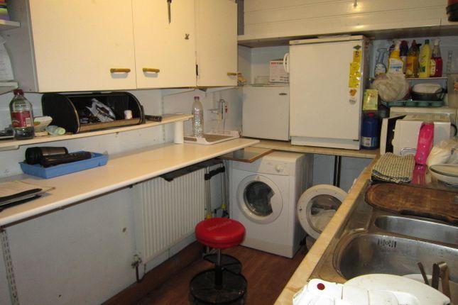 Kitchen of Watson Row, Deri CF81