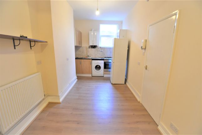 2 bed flat to rent in Seven Sisters Rd, London N15
