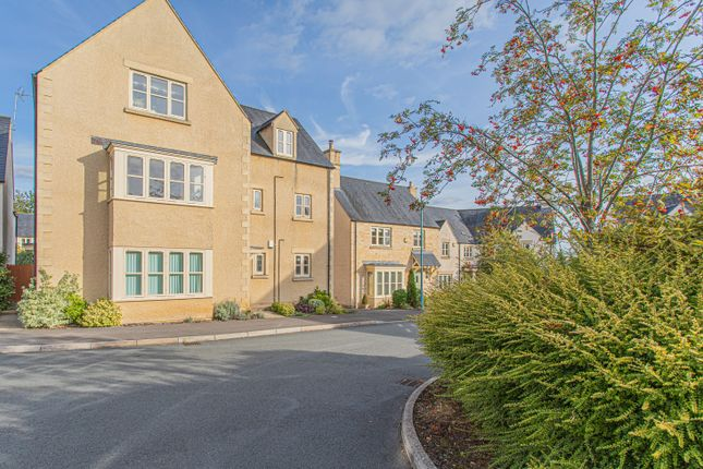2 bed flat for sale in Cornwall Close, Tetbury GL8