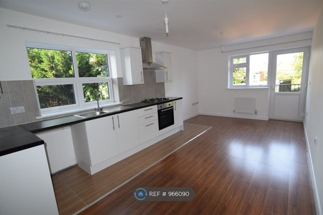 2 bed flat to rent in Montrose Road, Wealdstone, Harrow HA3