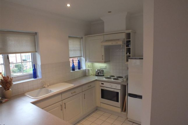 Thumbnail Flat to rent in Knights Place, St Leonards Road, Windsor