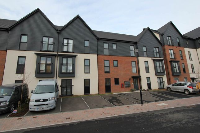 Thumbnail Flat to rent in Ffordd Penrhyn, Barry