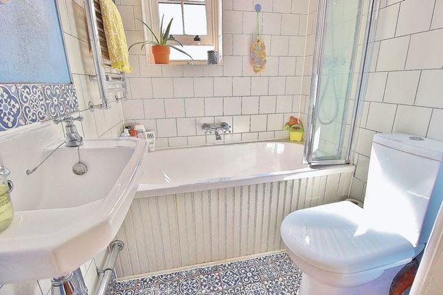 Bathroom of Devonshire Avenue, Southsea PO4