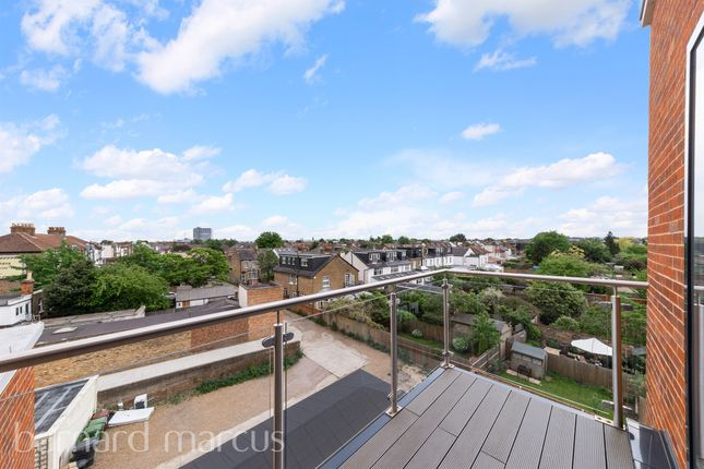 Thumbnail Flat for sale in Ellerton Road, Tolworth, Surbiton