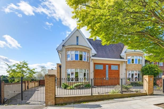 Thumbnail Detached house for sale in Chessington Avenue, Finchley, London
