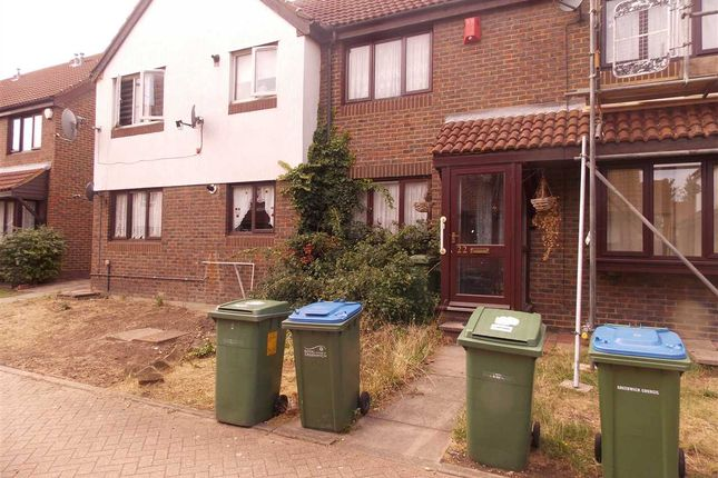 Thumbnail Terraced house to rent in Avocet Mews, London