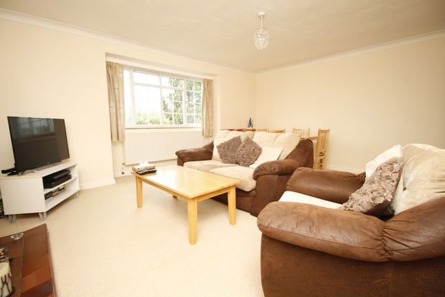 Thumbnail Flat to rent in Hemingford Road, North Cheam, Sutton