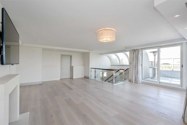 Thumbnail Flat to rent in Park St James, London