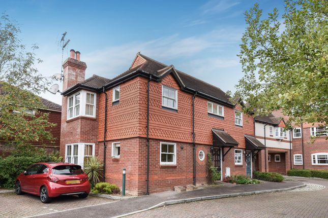 Thumbnail Flat for sale in Pangbourne Place, Pangbourne, Reading