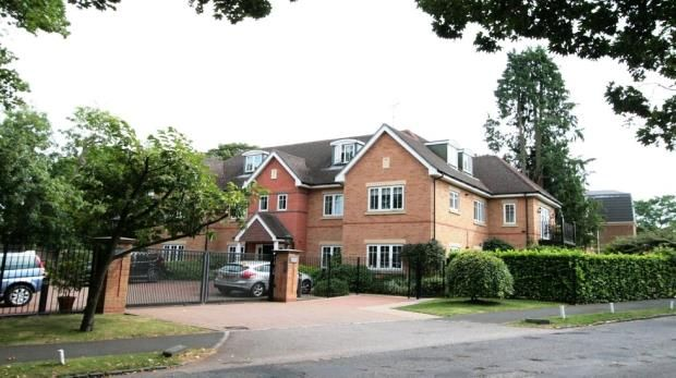 Thumbnail Flat for sale in 42, Oval Way, Gerrards Cross
