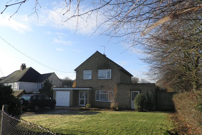 Thumbnail Detached house to rent in Chesham Road, Wigginton, Tring