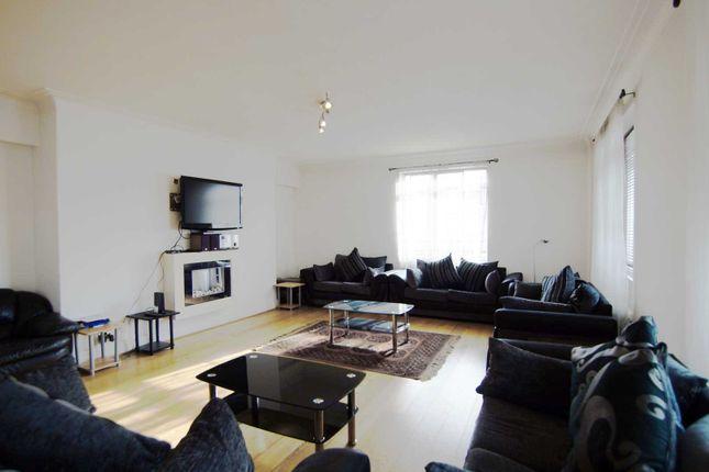 Thumbnail Flat to rent in Fursecroft, Brown Street