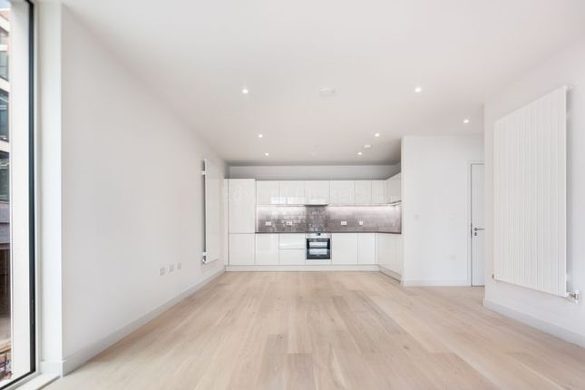 Thumbnail Flat to rent in Flagship House, Royal Wharf, London