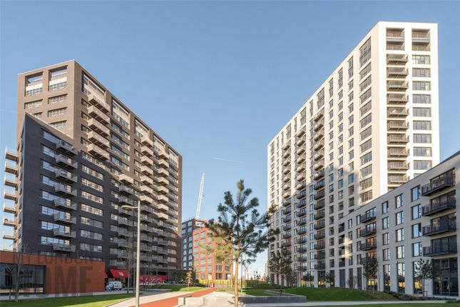 Thumbnail Flat for sale in Albion House, City Island, London
