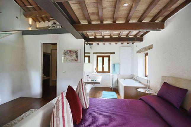 Poderetto Gubbio Master Bedroom 2