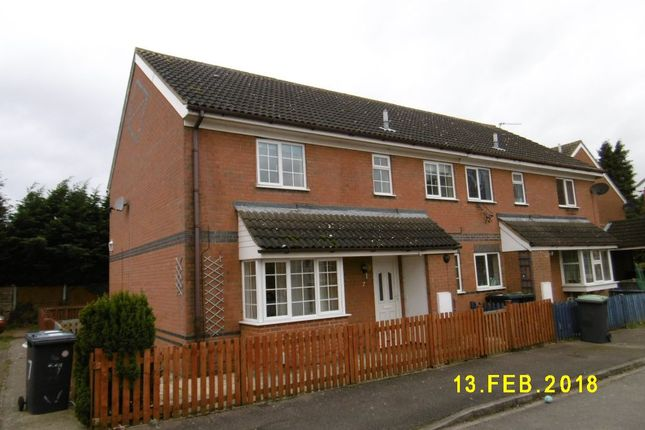 Thumbnail Terraced house to rent in Grosvenor Gardens, Biggleswade