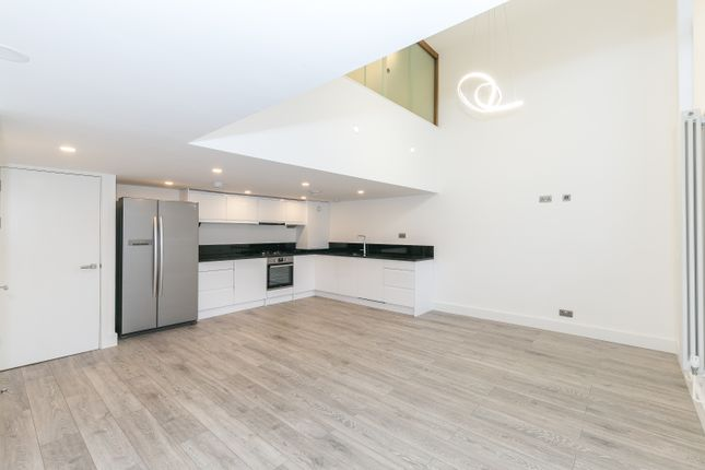 Thumbnail Duplex to rent in Gatton Road, Tooting