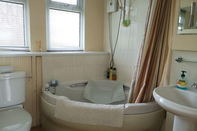 Bathroom of Norton Park, Norton, Dartmouth TQ6