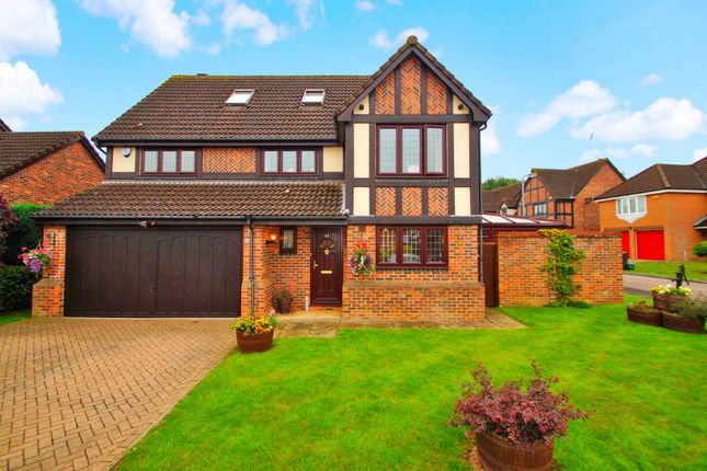 Thumbnail Detached house for sale in The Copse, Fields End, Hemel Hempstead