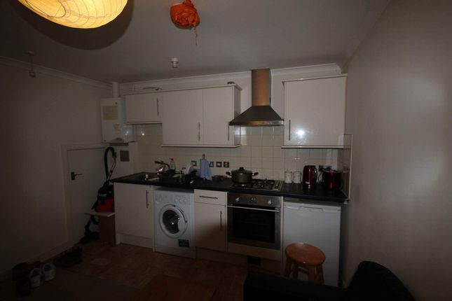 Thumbnail Flat to rent in Clarendon Road, Luton, Bedfordshire