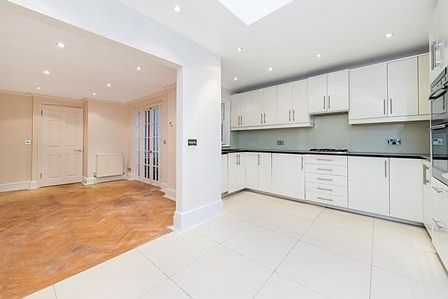 Terraced house to rent in Radnor Walk, London