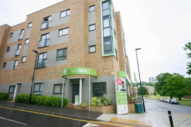 Main Picture of Hinkler Place, Thornhill, Southampton SO19