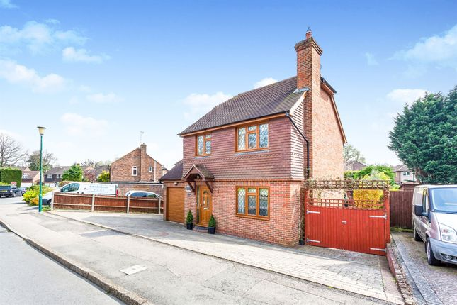 Thumbnail Detached house for sale in The Meadow, Copthorne, Crawley