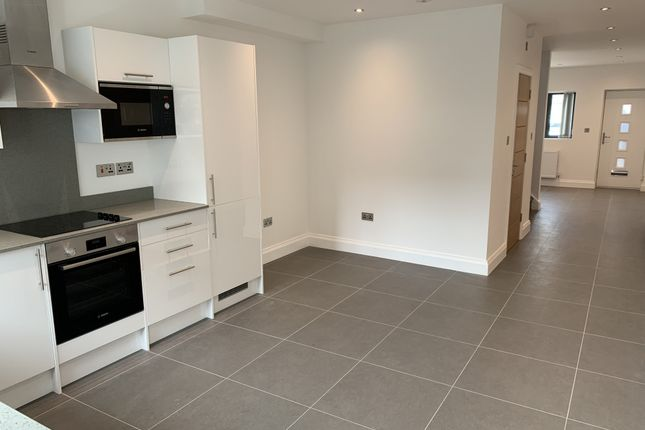 Thumbnail Terraced house to rent in Croombs Road, London