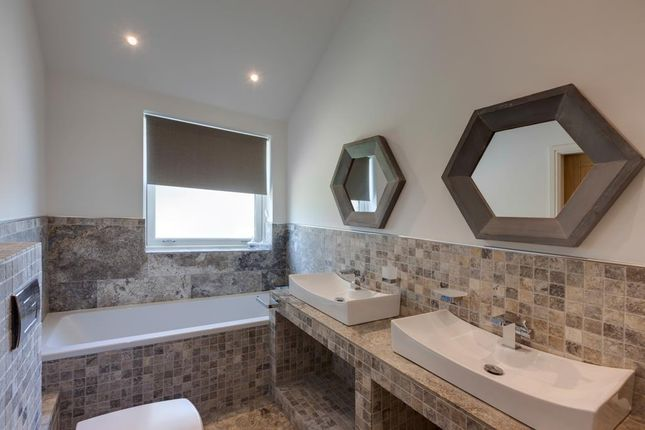 Master En-Suite of Henrys Orchard, Church Street, Eckington, Sheffield S21