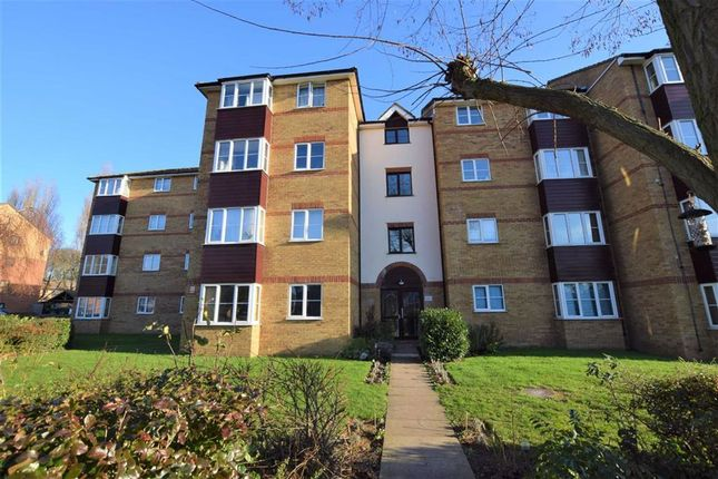 1 bed flat to rent in Thurlow Close, Chingford, London E4
