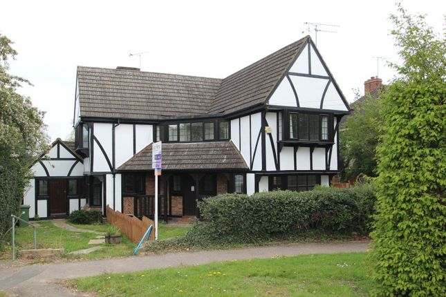 Thumbnail Detached house for sale in 40 Manor Road, Potters Bar, Hertfordshire