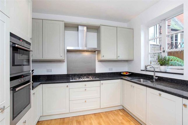 Thumbnail Property to rent in Osborne Mews, Windsor