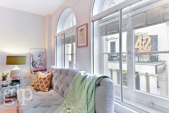 2 bed flat to rent in Catherine Street, Covent Garden