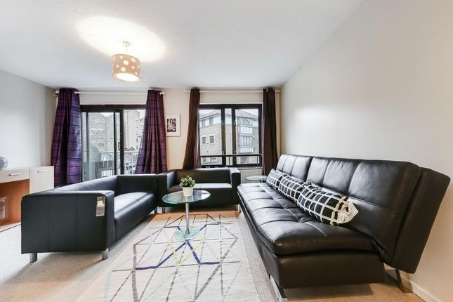 3 bed semi-detached house to rent in Cinnamon Street, London