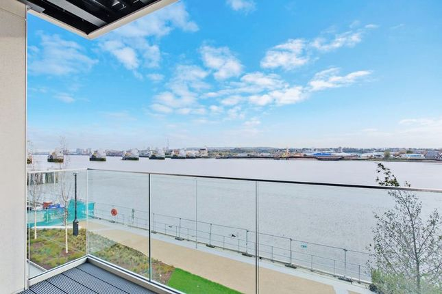 Thumbnail Flat for sale in Liner House, Royal Wharf, Docklands