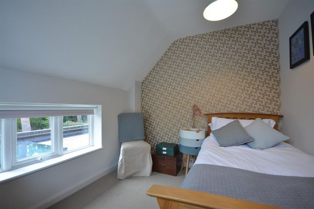 Bed 4 Alt of Pine Hill, Epsom KT18