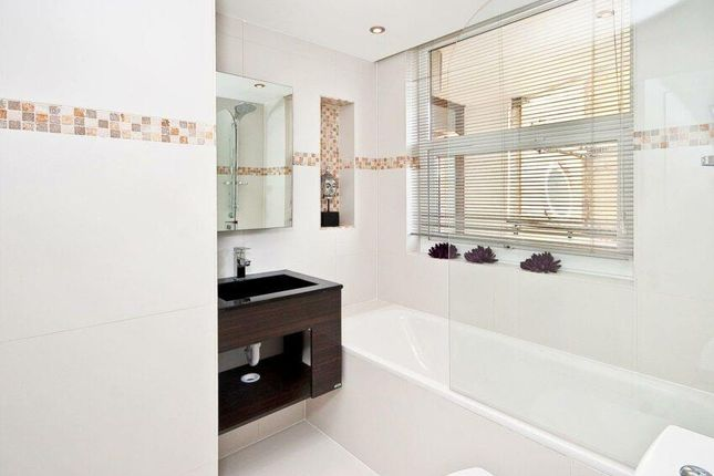 Bathroom of St. Johns Wood Park, London NW8